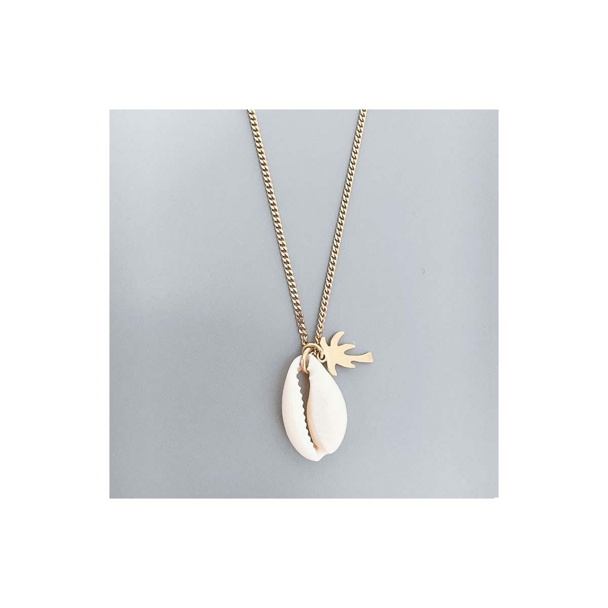 NECKLACE CHARM SHELL GOLD PLATED
